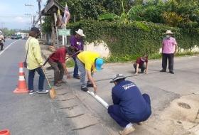 เทศบาลตำบลแม่อายร่วมกับภาคประชาชน จัดโครงการพัฒนาถนนในซอยเพื่อปรับปรุงภูมิทัศน์และสิ่งแวดล้อม พร้อมทั้งทาสีเส้นจราจร